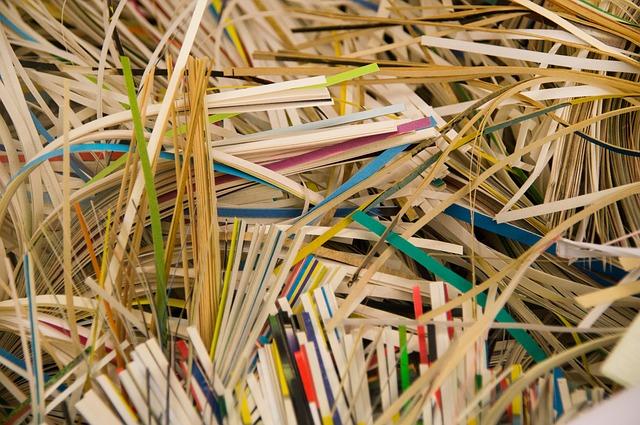 Dokumenty zawierające informacje poufne najlepiej niszczyć albo palić