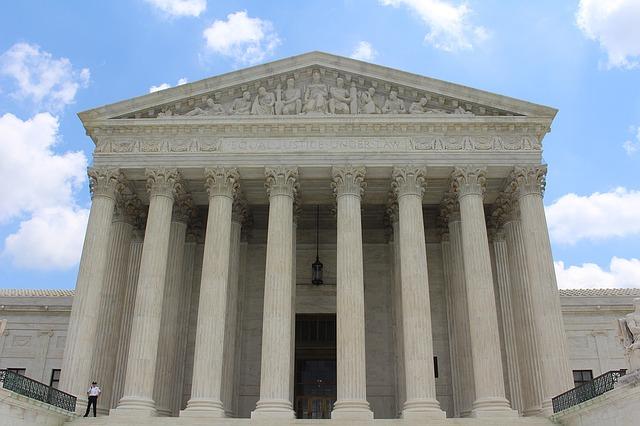 Photo of Czy Sąd Najwyższy łamie Konstytucję ?