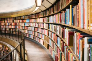 Ebooki wypierają książki, ale  zapachu papieru i kurzu żal