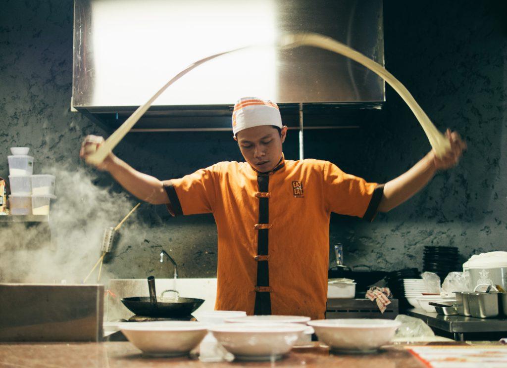 Gdzie kucharek sześć, tam nie ma co jeść głosi staropolskie przysłowie