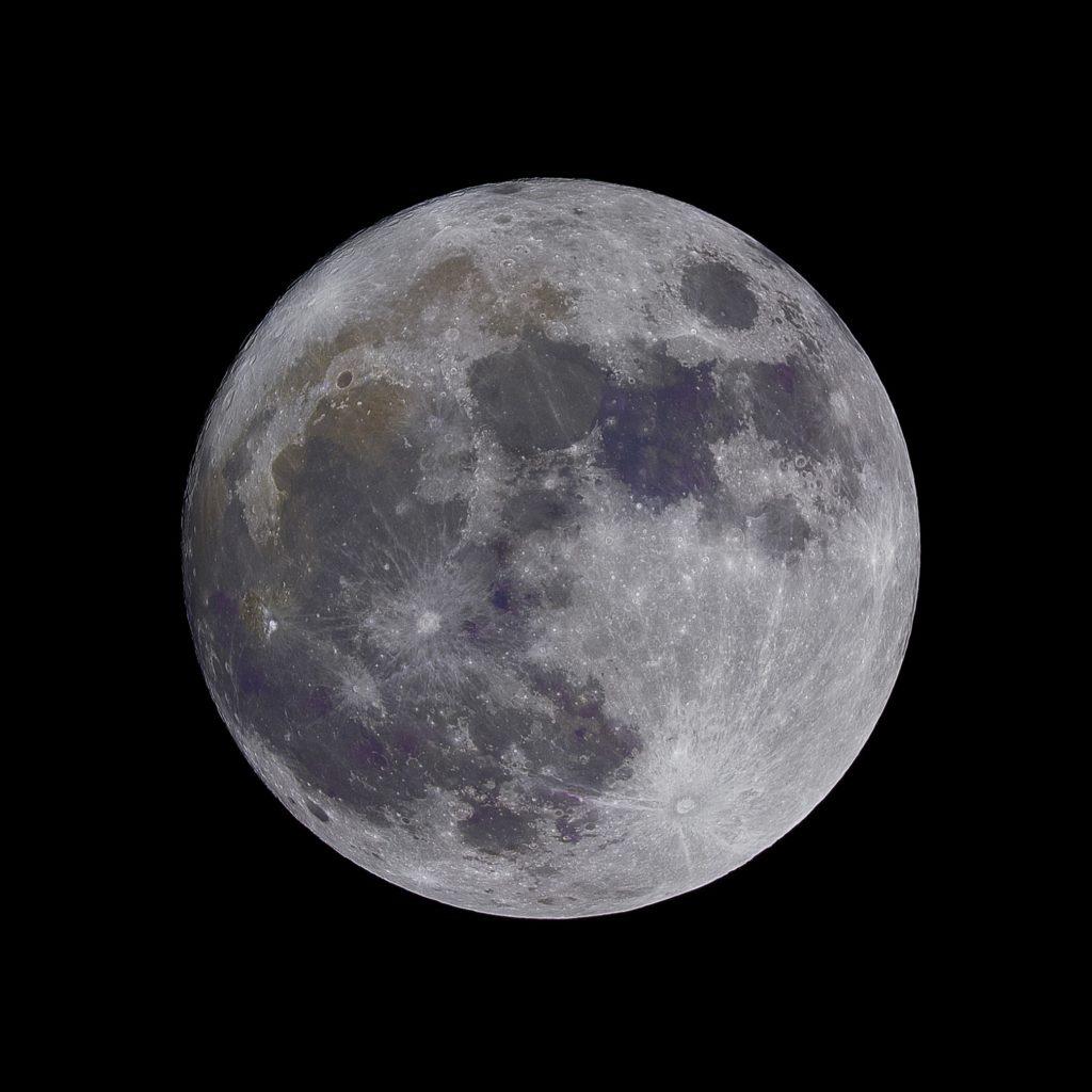 Nawet nasz Księżyc jest wyjątkowy