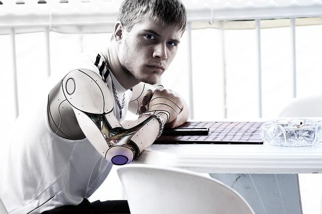 Zarabianie na prawach autorskich AI czyli wynajmij sobie robota autora