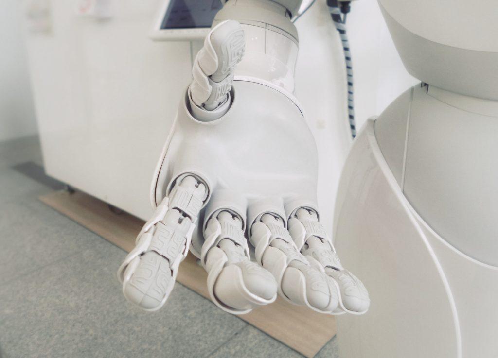 sztuczna inteligencją rękę Ci poda