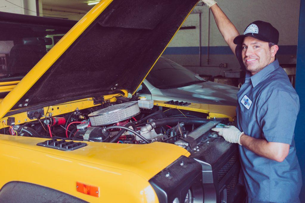 wymarzona praca nastolatków płci męskiej to mechanik