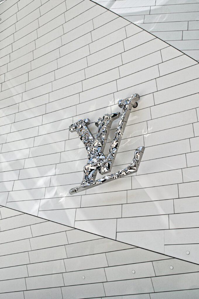 co to jest hosting przekonał się Louis Vuitton